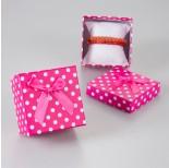Zdjęcie - Różowe pudełko w kropeczki z kokardką
