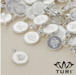 Zdjęcie - Zawieszka monetka z wzorkiem w srebrnym kolorze