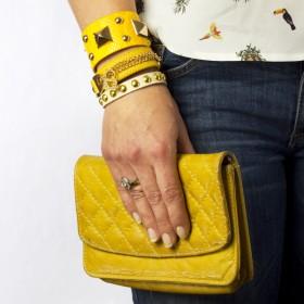 Zdjęcie - Żółta bransoletka kłódeczka na rzemieniu z łańcuszkami