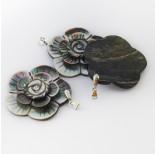 Zdjęcie - Zawieszka z muszli rzeźbionej kwiat