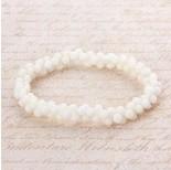 Zdjęcie - Bransoletka z kosteczek korala na gumce biała